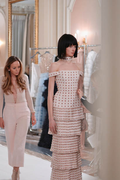 ralph-russo-spring-summer-2017-couture-behind-the-scenes-making (47)-off-shoulder-dress