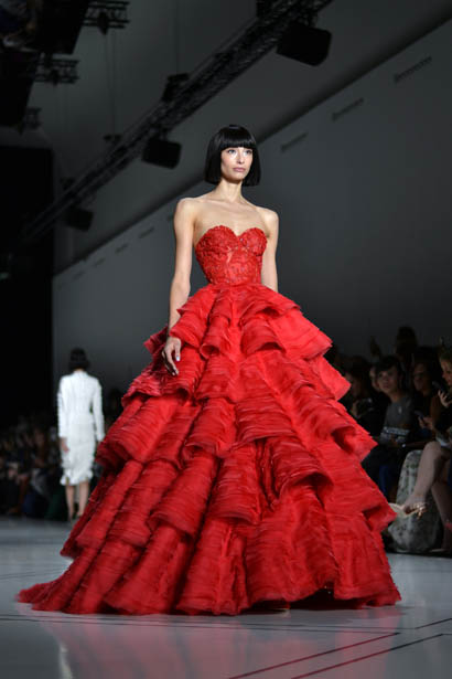 ralph-russo-spring-summer-2017-couture-behind-the-scenes-making (49)-red-ruffled-dress