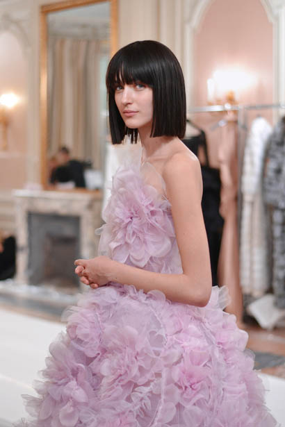 ralph-russo-spring-summer-2017-couture-behind-the-scenes-making (54)-pink-ruffled-dress