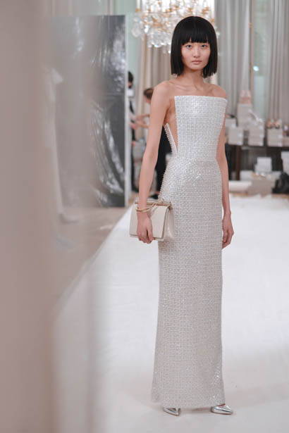 ralph-russo-spring-summer-2017-couture-behind-the-scenes-making (60)-white-dress