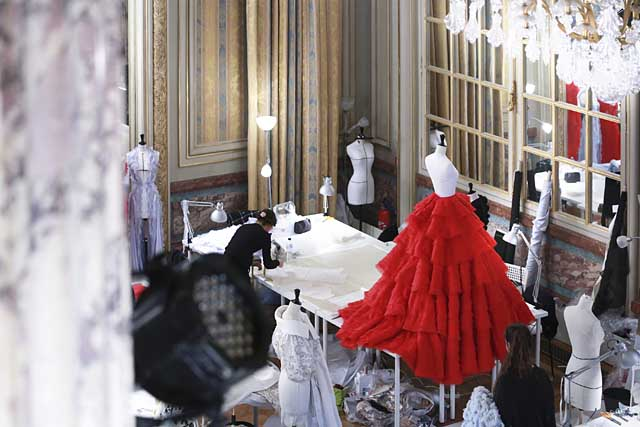 ralph-russo-spring-summer-2017-ss17-collection-behind-the-scenes