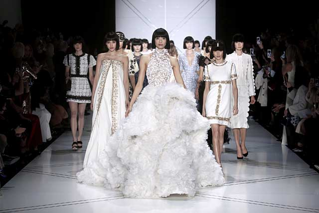 ralph-russo-spring-summer-2017-ss17-making-savoir-faire-dresses