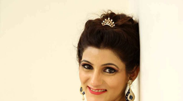 shilpa-ahuja-enagagement-makeup-look-blue-dress-ideas