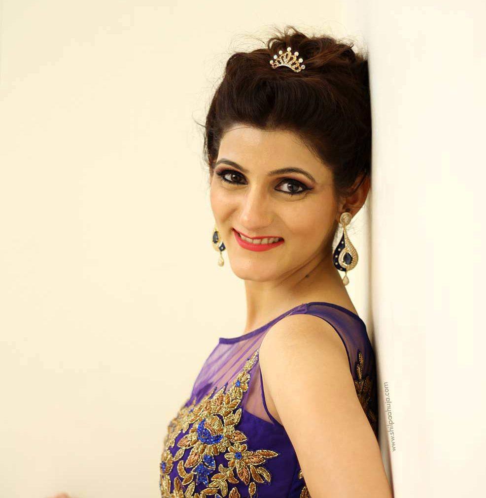 shilpa-ahuja-enagagement-makeup-look-blue-dress-ideas