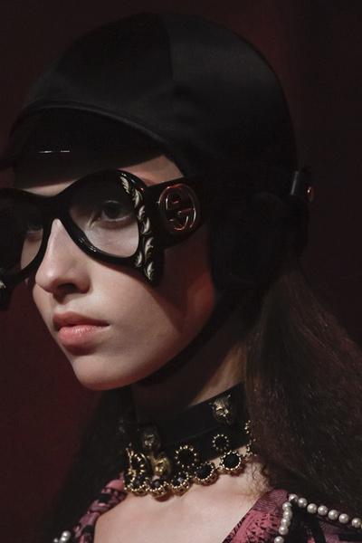 statement-jewelry-fashion-latest-spring-2017-gucci-black-choker