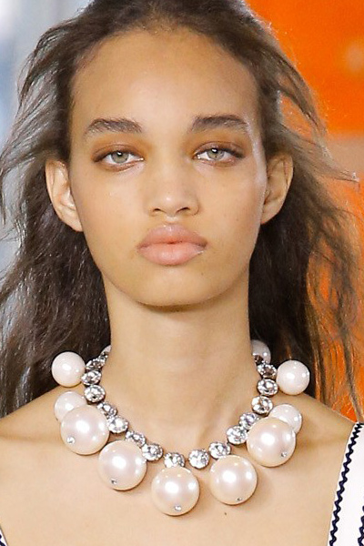 statement-jewelry-for-women-top-collection-runways-tory-burch-big-pearl-set