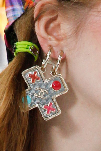 summer-fashion-jewelry-spring-2017-chanel-drop-earrings-top-trends