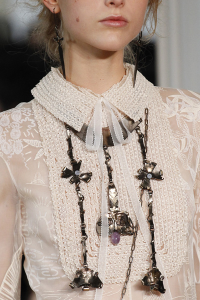 valentino-statement-jewelry-for-women-latest-trends-spring-summer-2016-collection