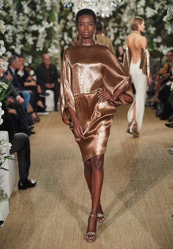 25-ralph-lauren-fall-winter-2017-fw17-collection-kaftan-dress-gold-metallics