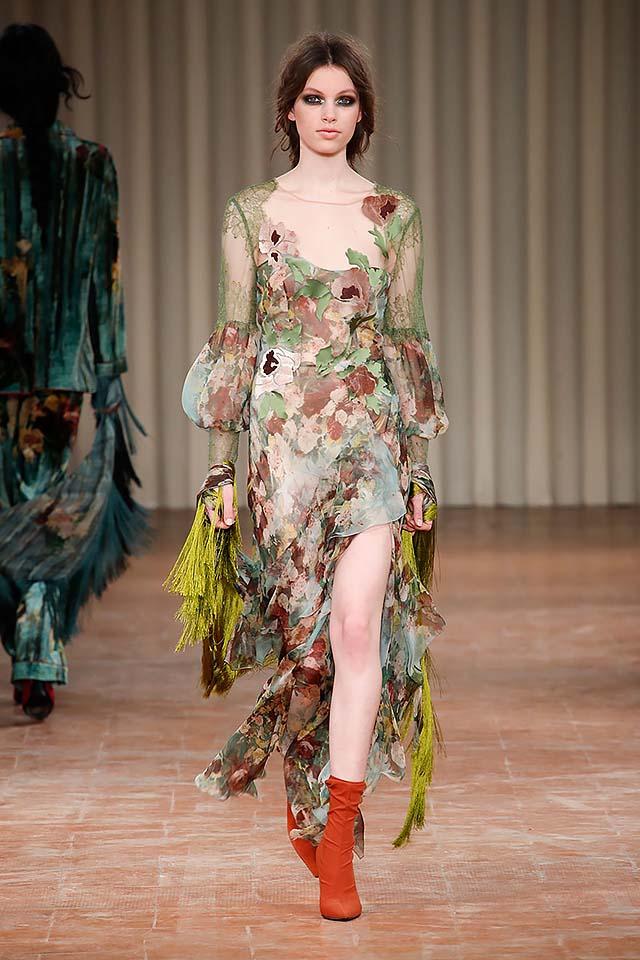 Alberta-ferretti-fw17-rtw-fall-winter-2017-18-collection-32-printed-slit-dress