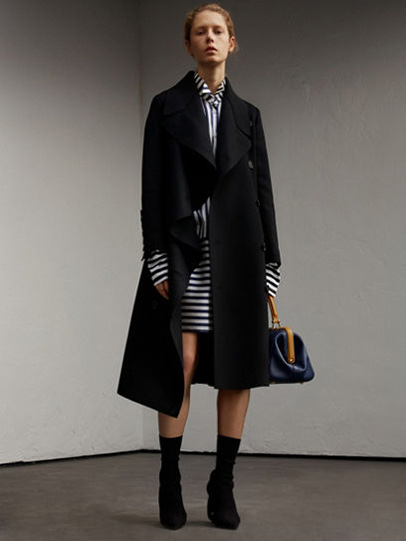 Burberry-fw-fall-winter-2017-18-collection-27-striped-dress-black-coat