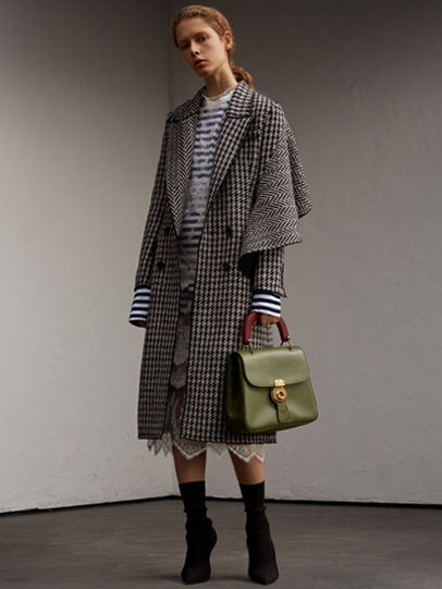 Burberry-fw-fall-winter-2017-18-collection-38-houndtooth-coat-dress