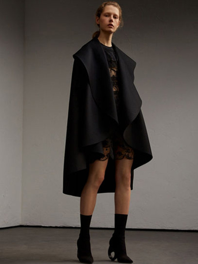 Burberry-fw-fall-winter-2017-18-collection-9-black-poncho-boots