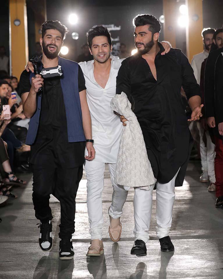 Designer-Kunal Rawal-Varun Dhawan-Arjun Kapoor-lakme-fashion-week-black-white