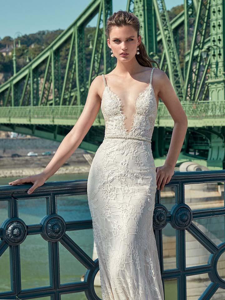 GaliaLahav-bridal-collection-spring-summer-2017-wedding-gowns-designer-beautiful (3)-plunging-neckline