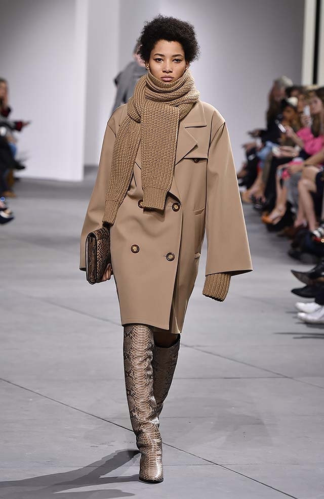 Michael-kors-fall-winter-2017-collection-fw17-14-statement-boots-trench-coat-handbag