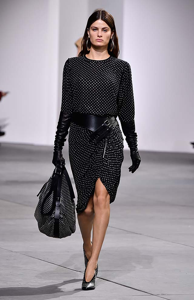 Michael-kors-fall-winter-2017-collection-fw17-17-black-dotted-dress-gloves