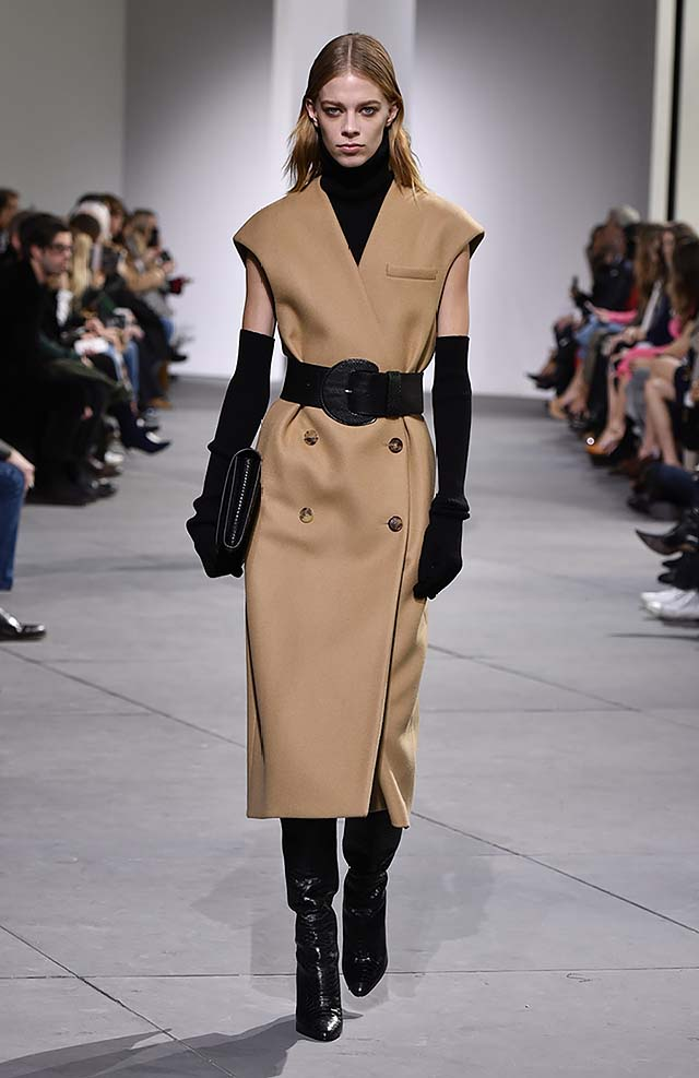 Michael-kors-fall-winter-2017-collection-fw17-18-trench-coat-brown
