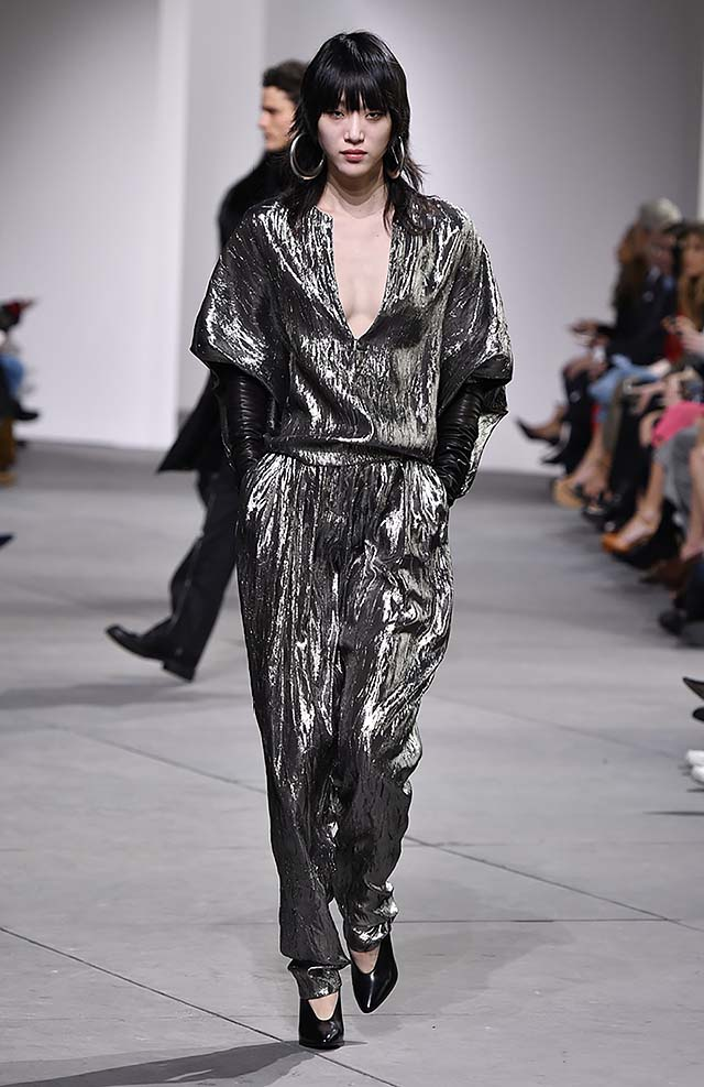 Michael-kors-fall-winter-2017-collection-fw17-25-jumpsuit-metallic-gloves