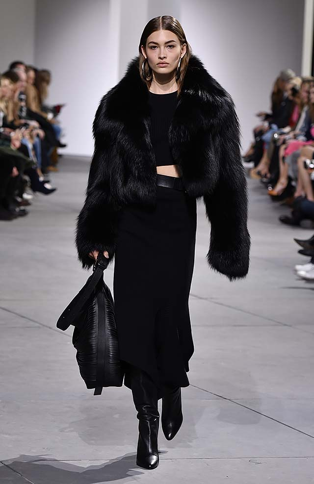 Michael-kors-fall-winter-2017-collection-fw17-26-black-maxi-skirt-fur-jacket