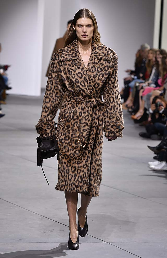 Michael-kors-fall-winter-2017-collection-fw17-27-cheetah-printed-woollen-dress-brown
