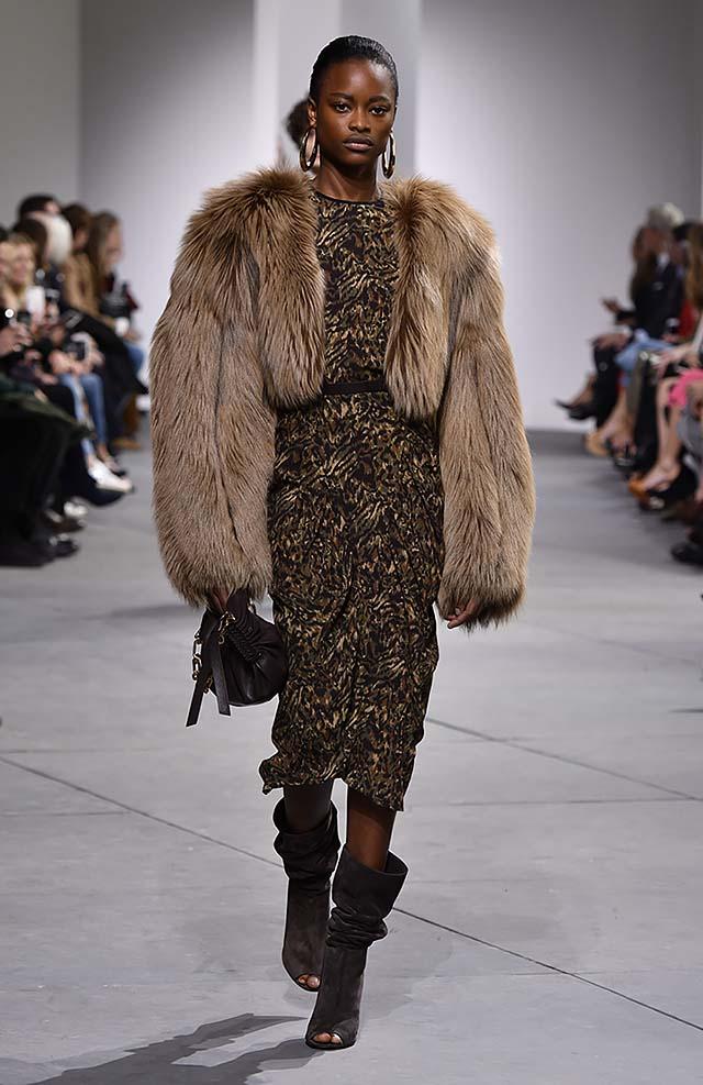 Michael-kors-fall-winter-2017-collection-fw17-32-sequin-black-dress-fur-coat