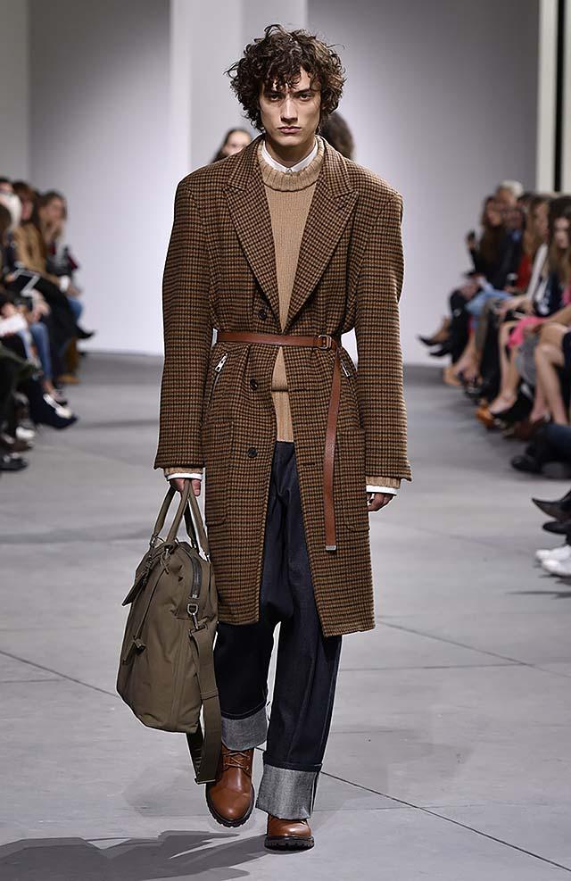 Michael-kors-fall-winter-2017-collection-fw17-33-folded-hem-pants-checks-coat-sleek-belt
