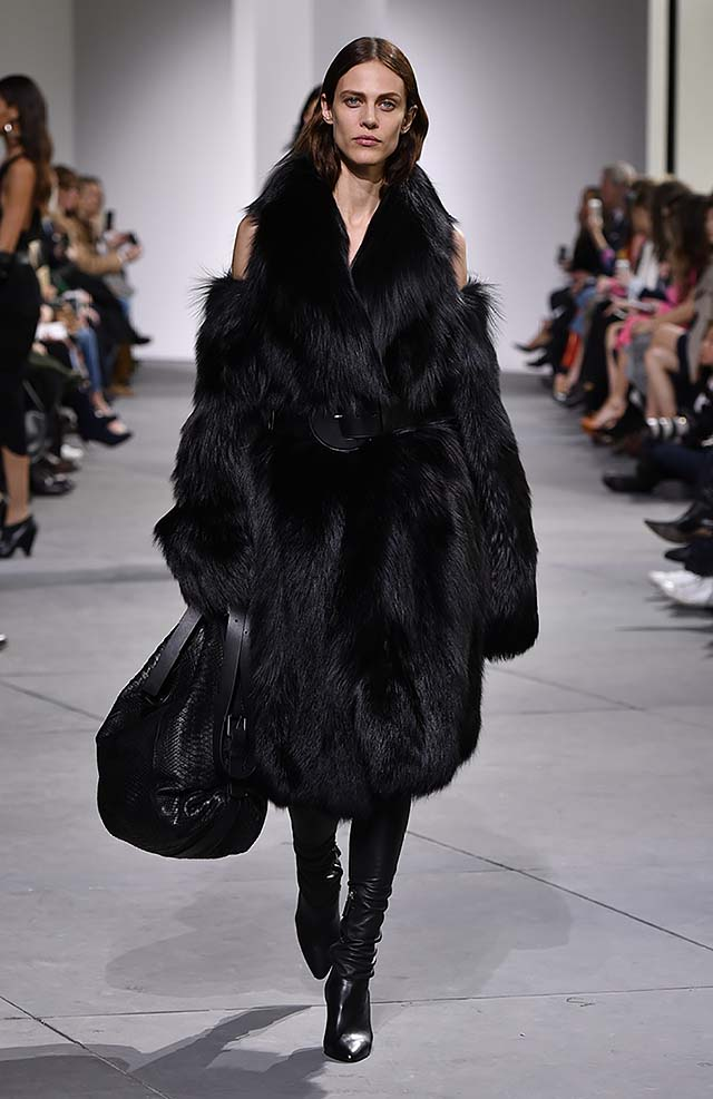 Michael-kors-fall-winter-2017-collection-fw17-59-black-fur-dress-huge-bag-boots