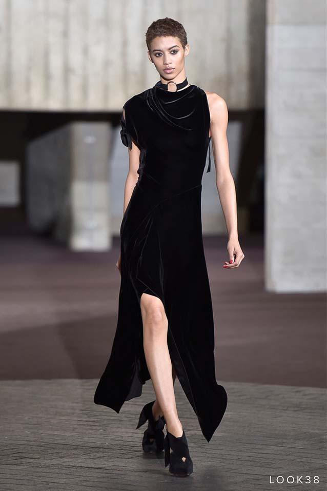 Roland-Mouret-fw17-rtw-fall-winter-2017-18-collection-38-black-chokers-velvet-dress
