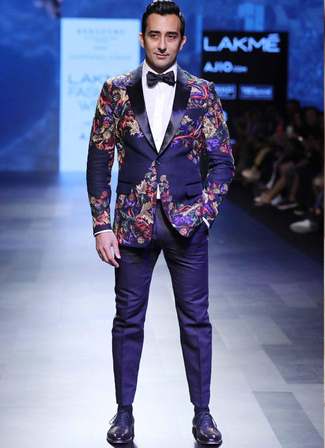 SHOWSTOPPER-RAHUL-KHANNA-AT-BURGOYNE-PRESENTS-NARENDRA-KUMAR-AT-LFW-SR-1...