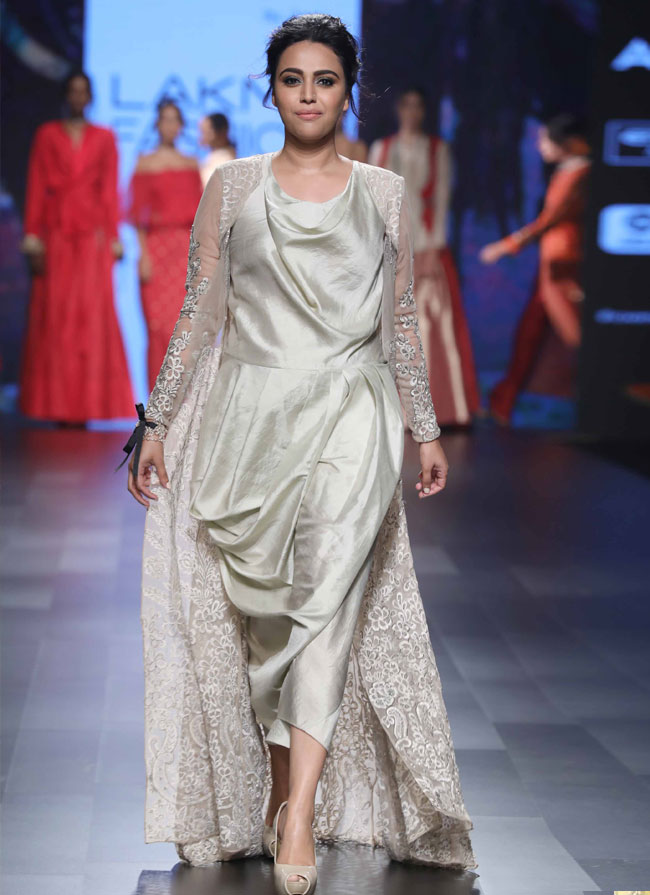 Showstopper-Swara-Bhaskar-for-Amoh-by-Jade-at-LFW-SR-17-(12)-copy