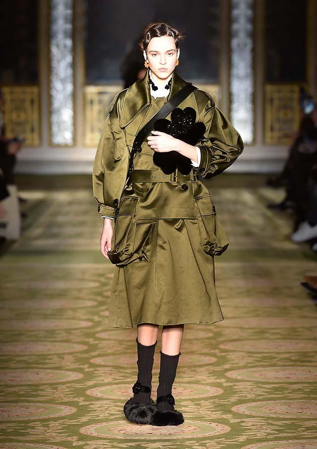 Simone-Rocha-fw17-rtw-fall-winter-2017-18-collection-17-two-piece-velvet-dress