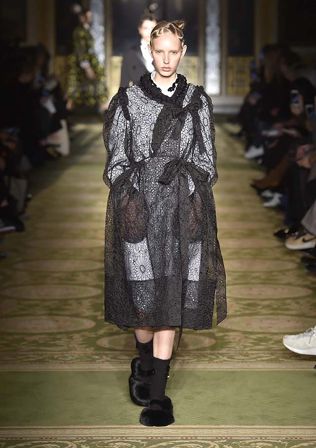 Simone-Rocha-fw17-rtw-fall-winter-2017-18-collection-20-sheer-coat-black