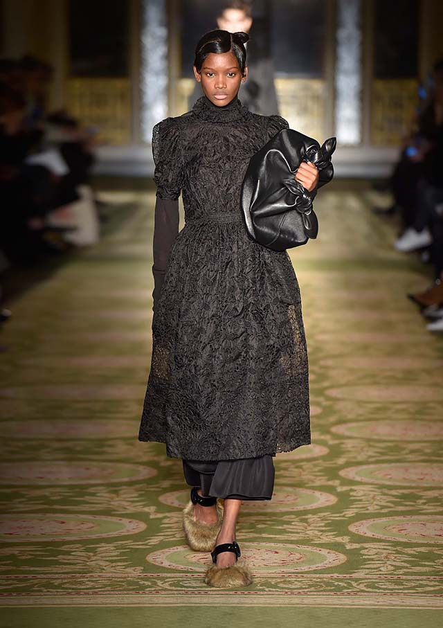 Simone-Rocha-fw17-rtw-fall-winter-2017-18-collection-24-black-dress