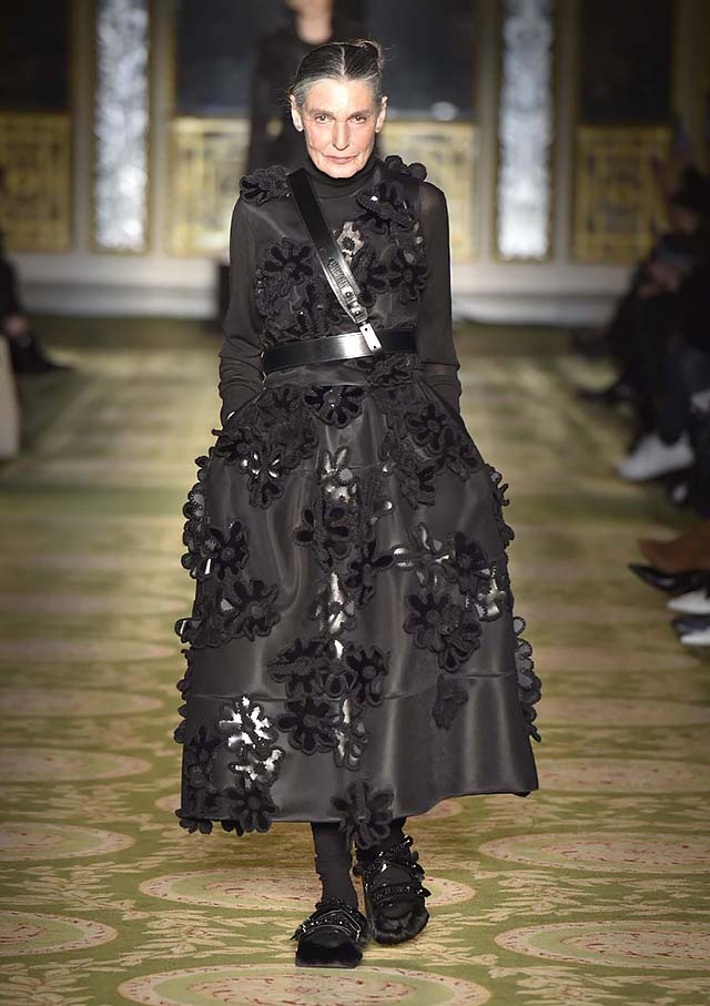 Simone-Rocha-fw17-rtw-fall-winter-2017-18-collection-29-black-dres-appliqued