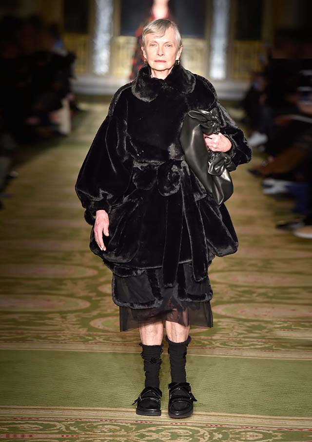 Simone-Rocha-fw17-rtw-fall-winter-2017-18-collection-3-black-velvet-outfit