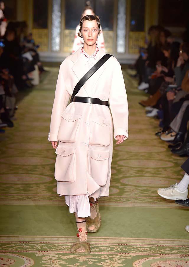 Simone-Rocha-fw17-rtw-fall-winter-2017-18-collection-39-peach-coat