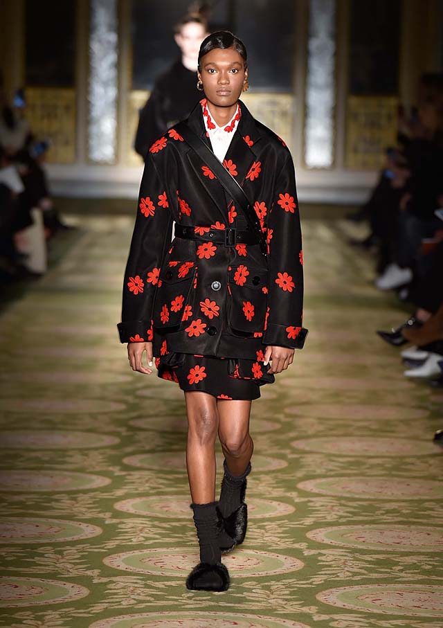 Simone-Rocha-fw17-rtw-fall-winter-2017-18-collection-42-black-floral-skirt