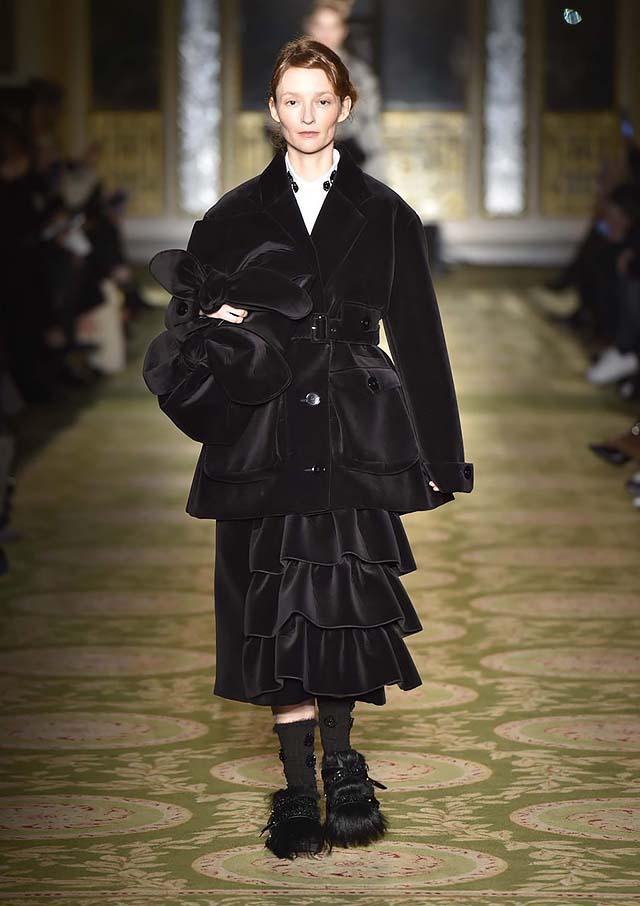 Simone-Rocha-fw17-rtw-fall-winter-2017-18-collection-5-ruffle-velvet-black-dress