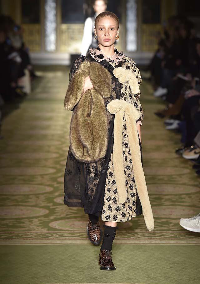 Simone-Rocha-fw17-rtw-fall-winter-2017-18-collection-9-fur-accessories