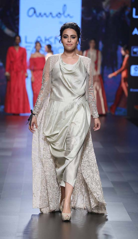 Swara Bhaskar-cropped-pants-casual-ethnic-wear-lakme-fashion-week-metallic-Amoh-Jade
