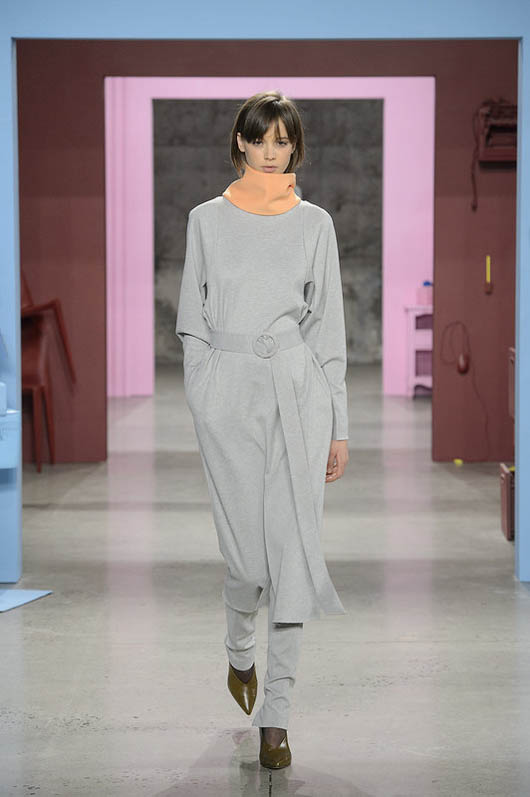 Tibi-fw17-rtw-fall-winter-2017-18-collection (10)-coat-shoes-neck