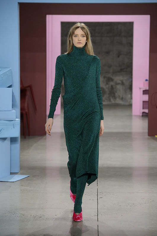 Tibi-fw17-rtw-fall-winter-2017-18-collection (12)-green-dress-red-shoes