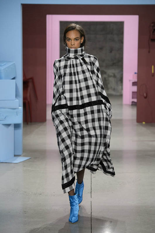 Tibi-fw17-rtw-fall-winter-2017-18-collection (23)-checks-cape-dress