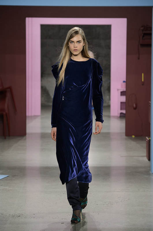 Tibi-fw17-rtw-fall-winter-2017-18-collection (32)-navy-blue-velvet-gown