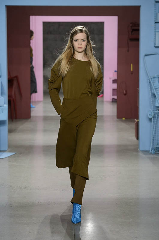 Tibi-fw17-rtw-fall-winter-2017-18-collection (5)-green-dress-pant-blue-boots