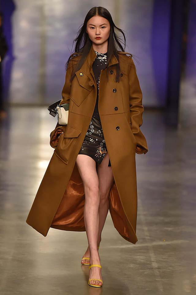 Topshop-Unique-fw17-rtw-fall-winter-2017-18-collection-14-brown-coat