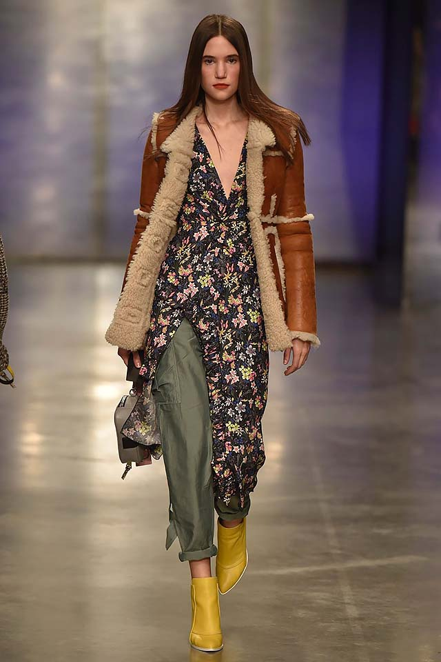 Topshop-Unique-fw17-rtw-fall-winter-2017-18-collection-5-printed-slit-top