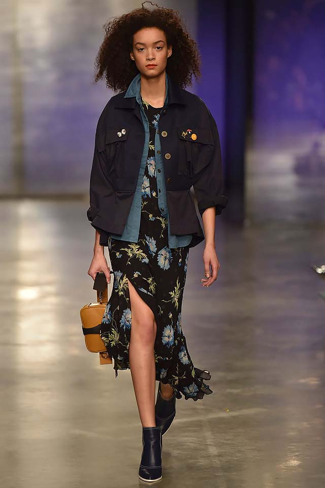 Topshop-Unique-fw17-rtw-fall-winter-2017-18-collection-9-black-jacket
