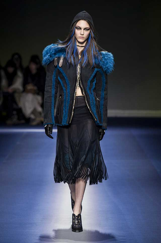 Versace-fw17-rtw-fall-winter-2017-18-collection (10)-fur-trimmed-coat